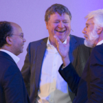 Sprekers Kilian Wawoe, Hans de Jong en Erik Scherder in gesprek